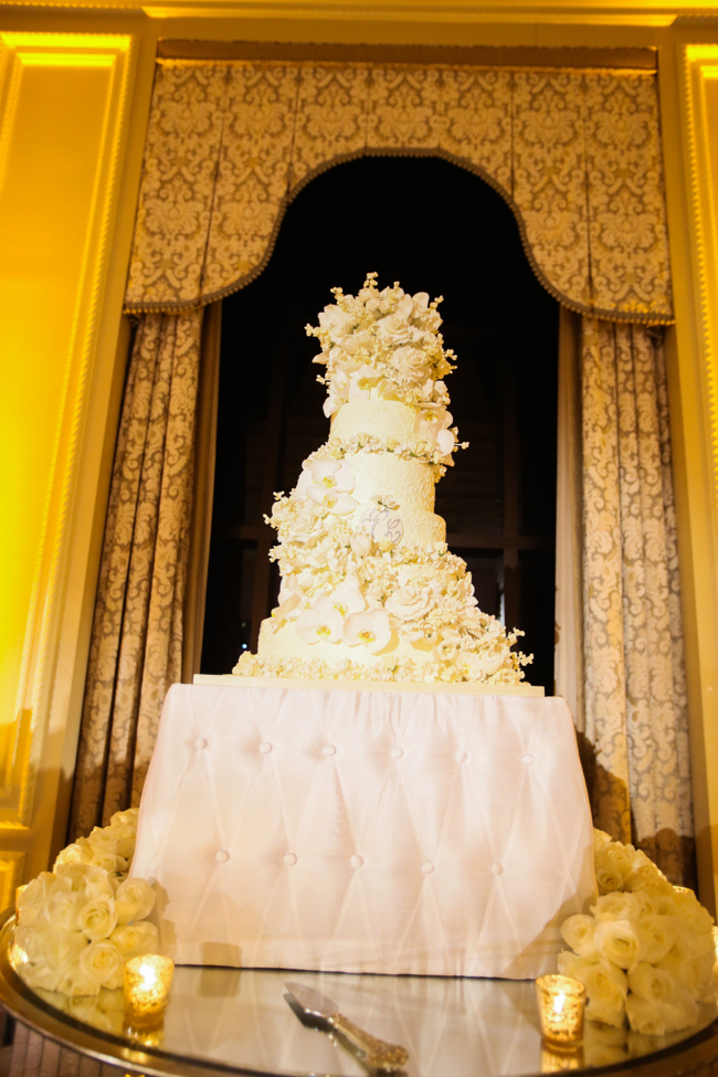 luxury-wedding-cake-designer-sylvia-weinstock-designer-the-breakers-florida-palm-beach-sara-renee-events-live-wedding-artist-ben-keys