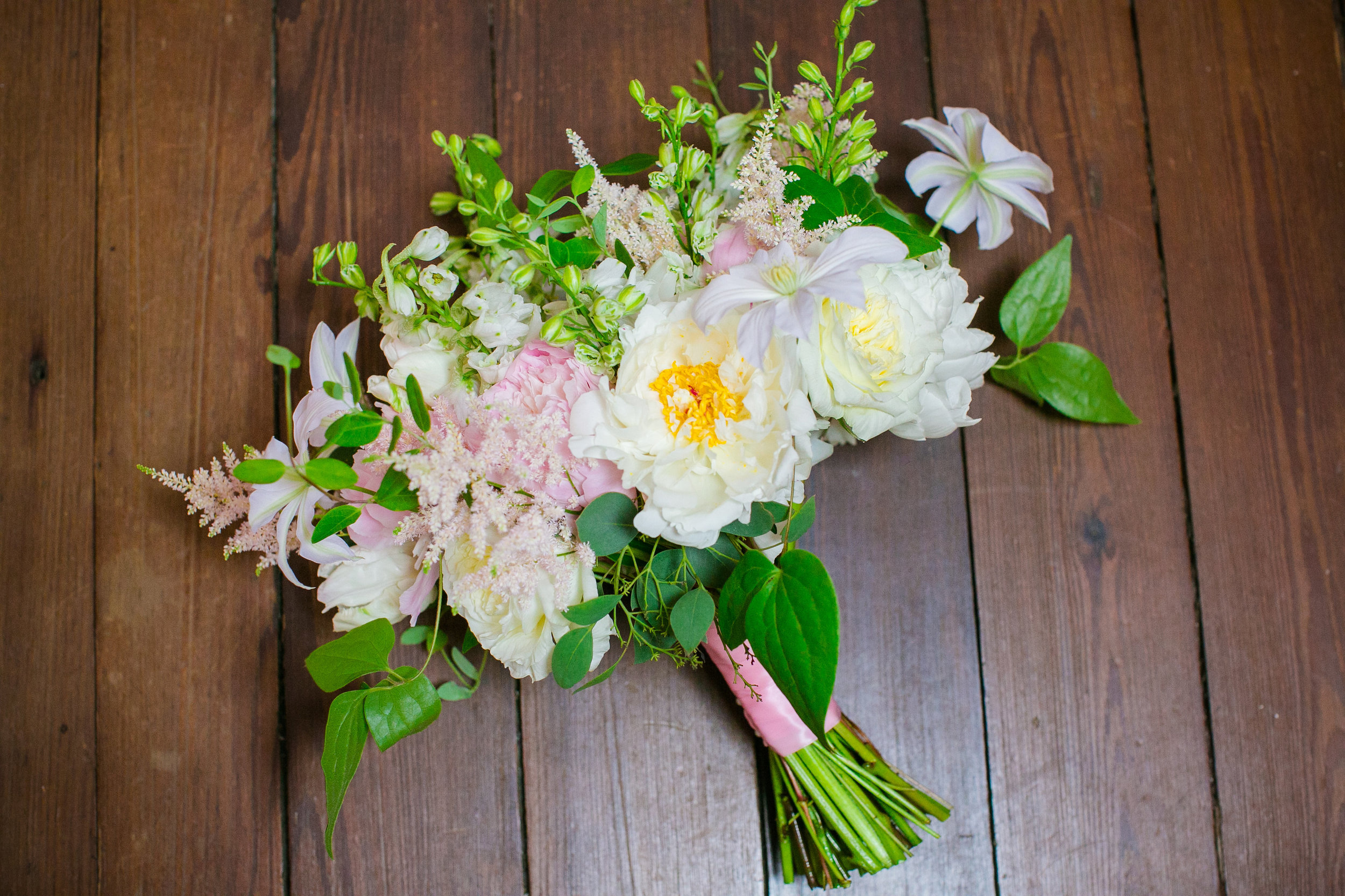branch-design-studio-bridal-bouquet-charleston-wedding-boone-hall-plantation