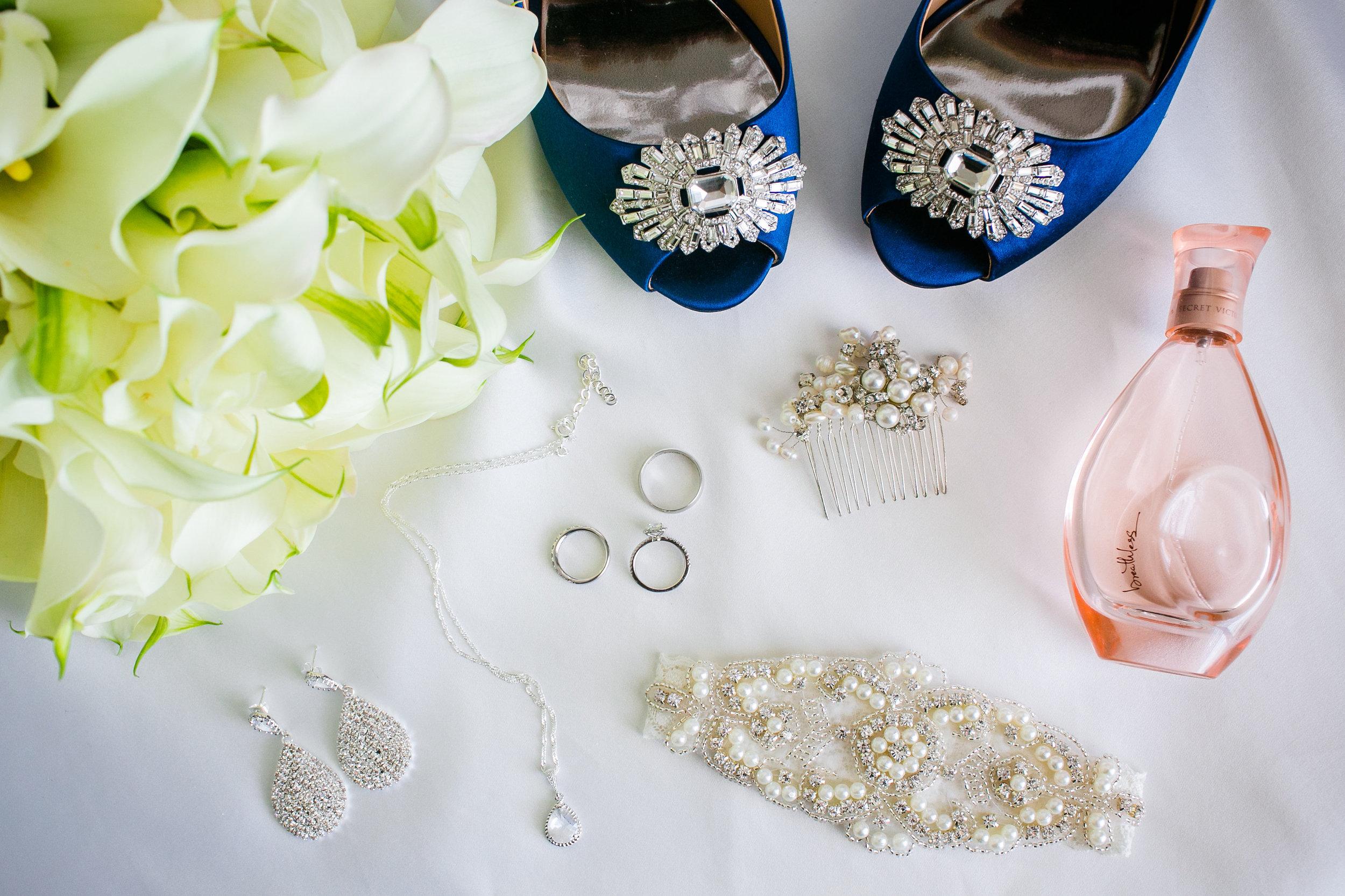 royal-blue-wedding-with-calla-lilies