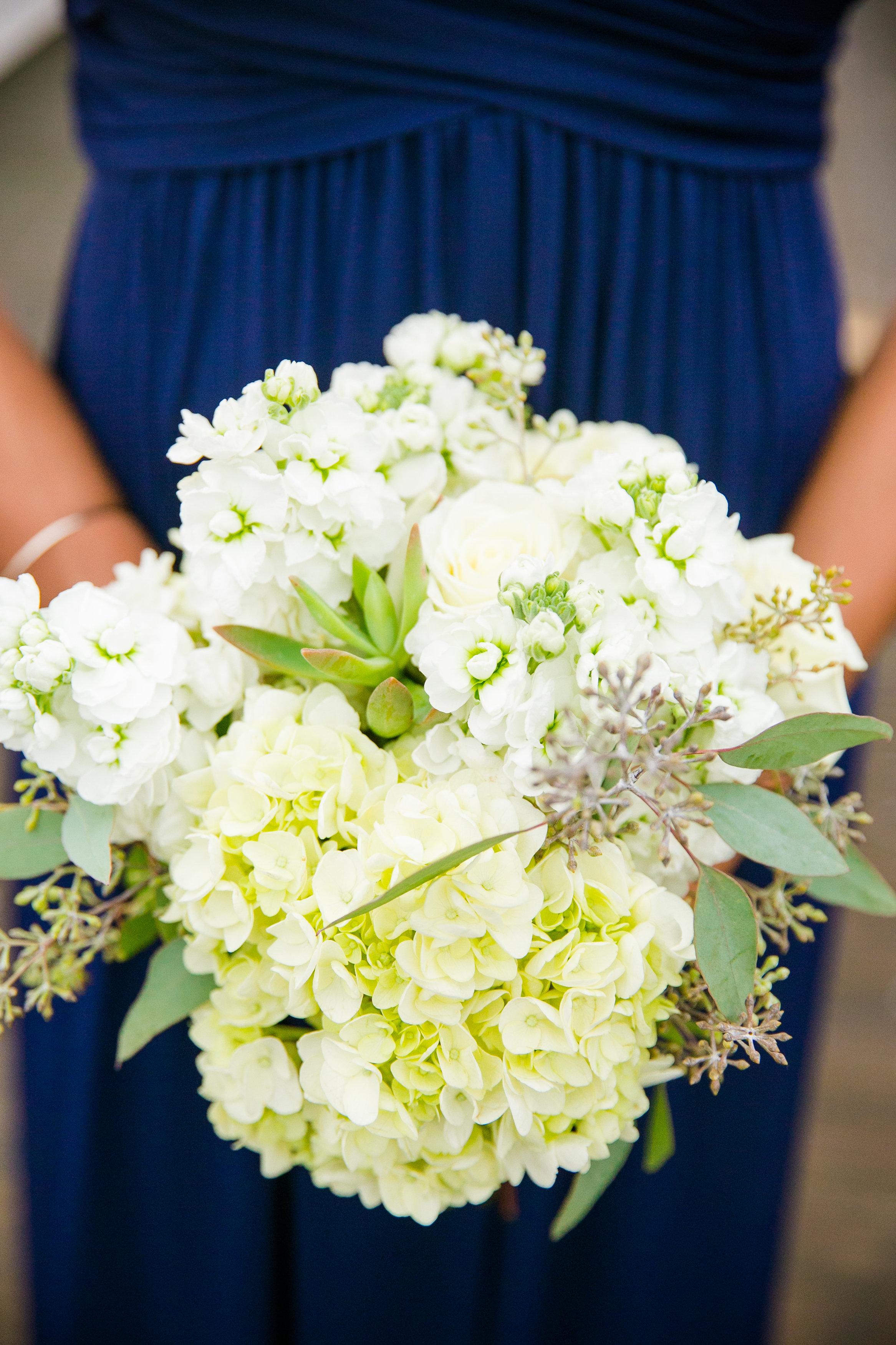 royal-blue-bridesmaid-dresses-with-white-bouquet