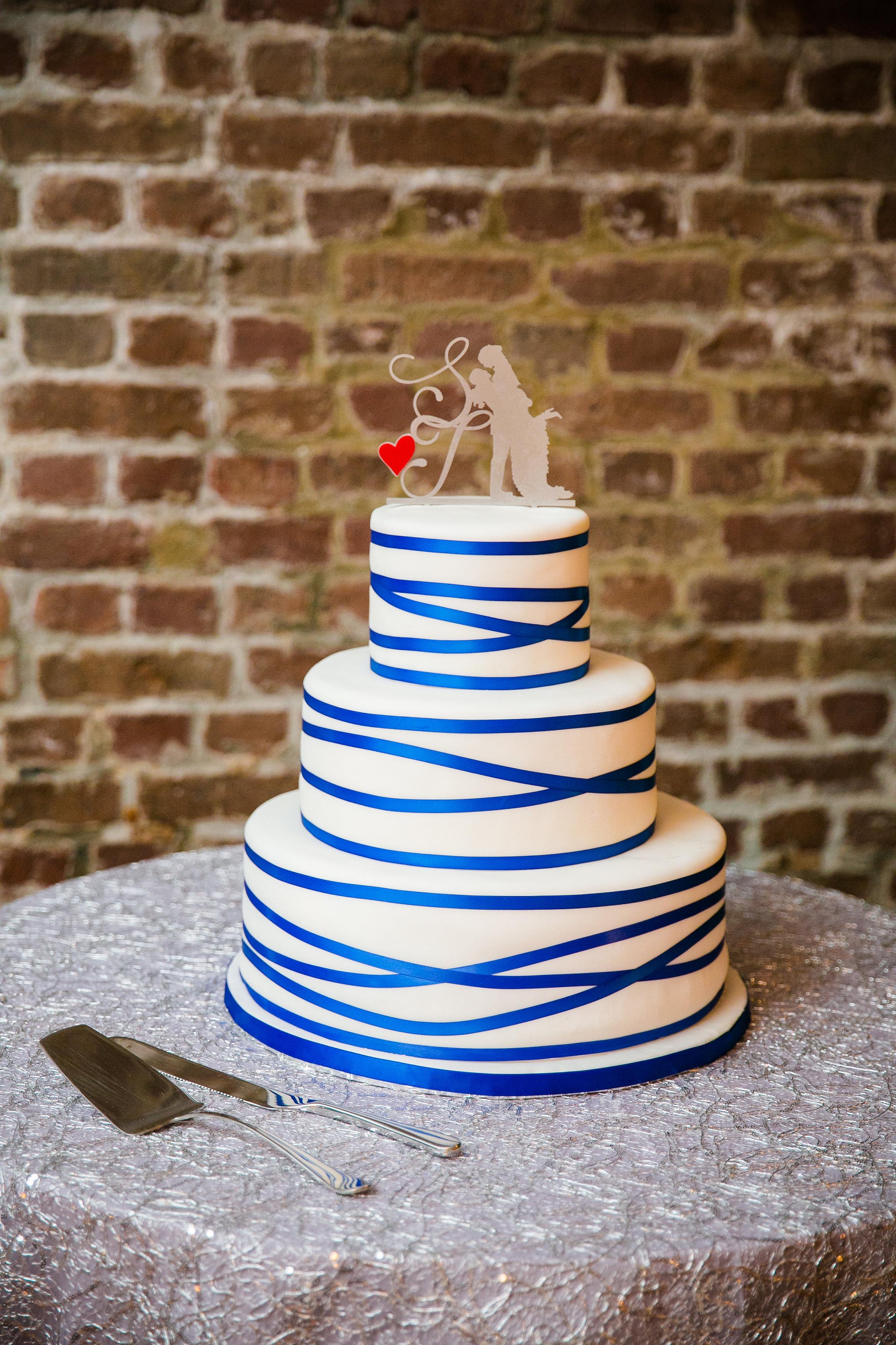 royal-blue-striped-wedding-cake