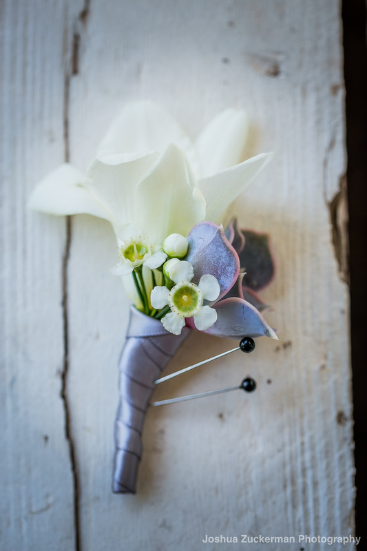 unique-grooms-flower-succulent-wedding-flower