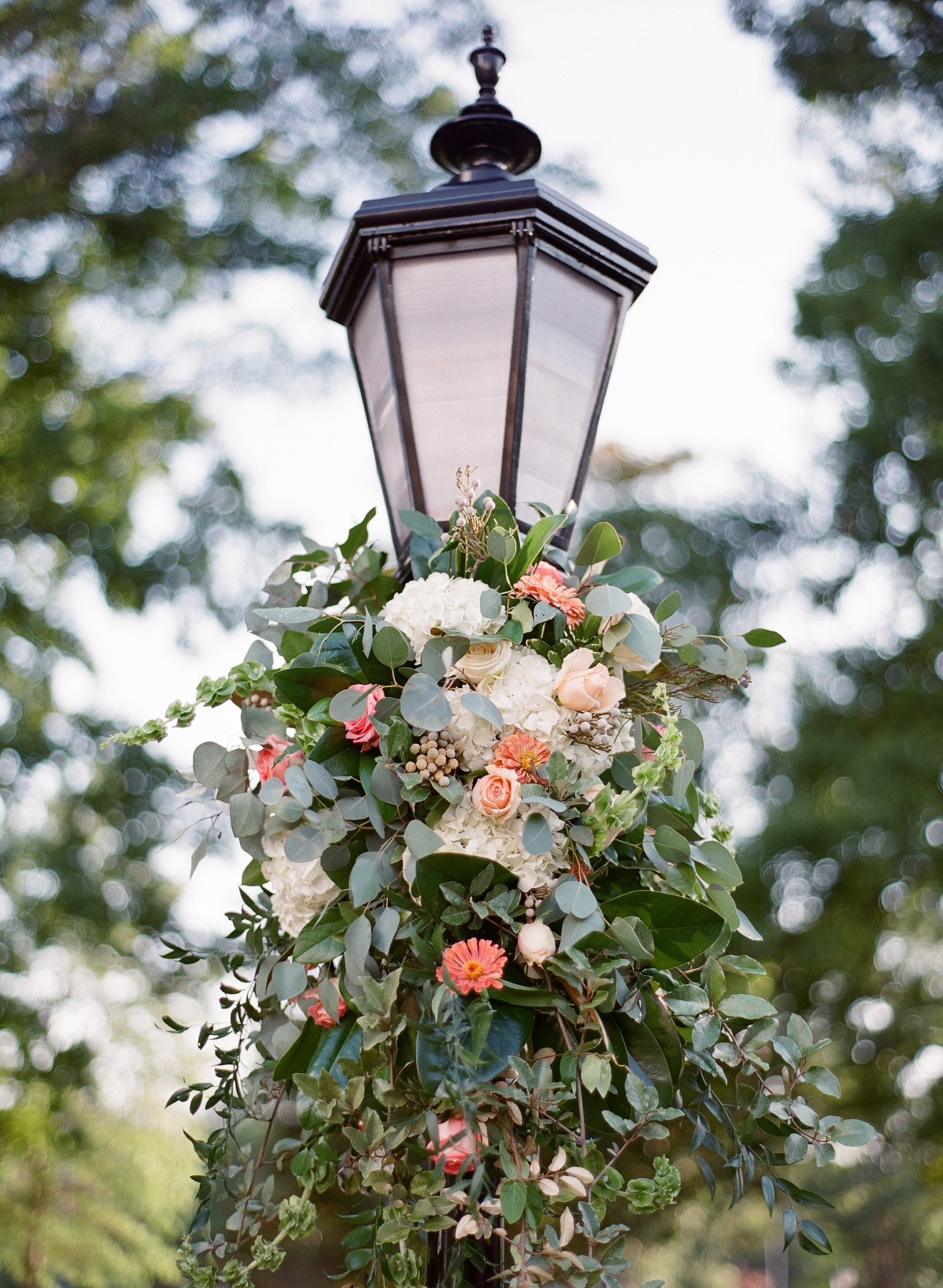 wedding-florals-decorated-on-light-post
