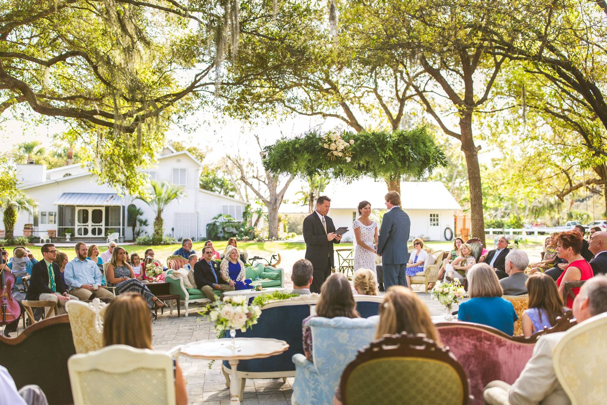 outdoor-circle-ceremony-vintage-mix-and-match-chairs