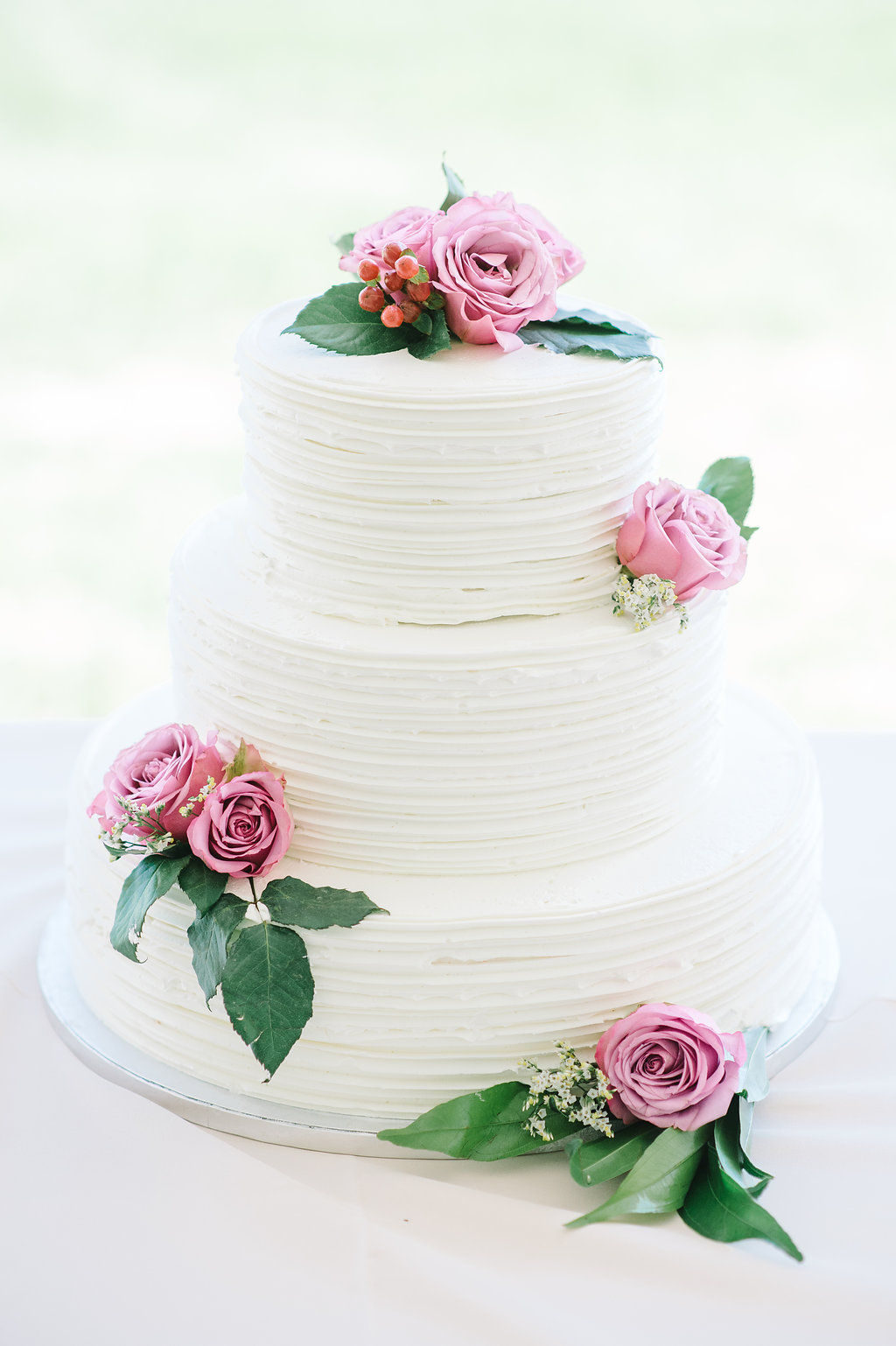 white-cake-with-pink-roses