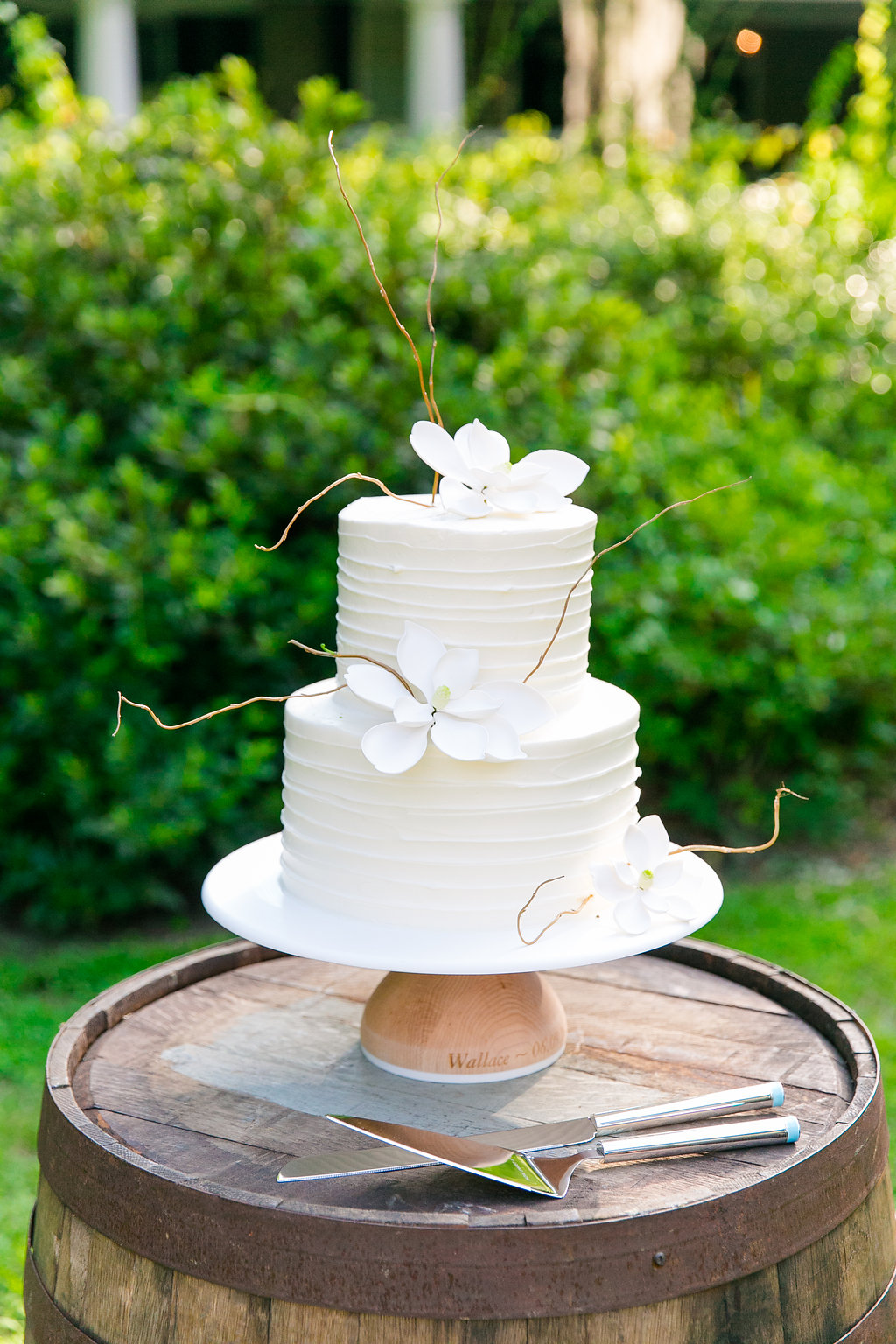 wedding-cake-with-magnolia-flowers