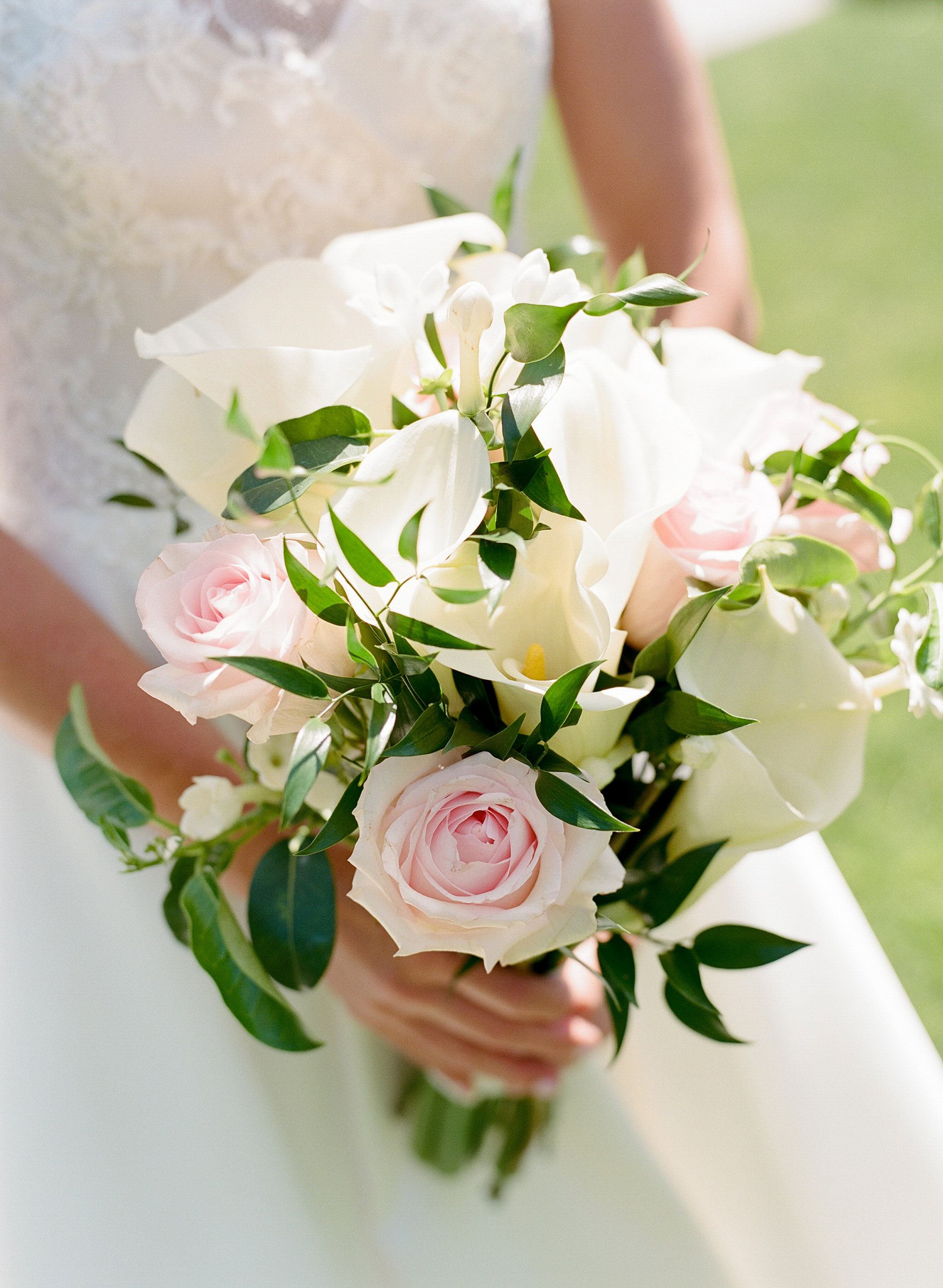 pink-and-white-nautical-bridal-bouquet