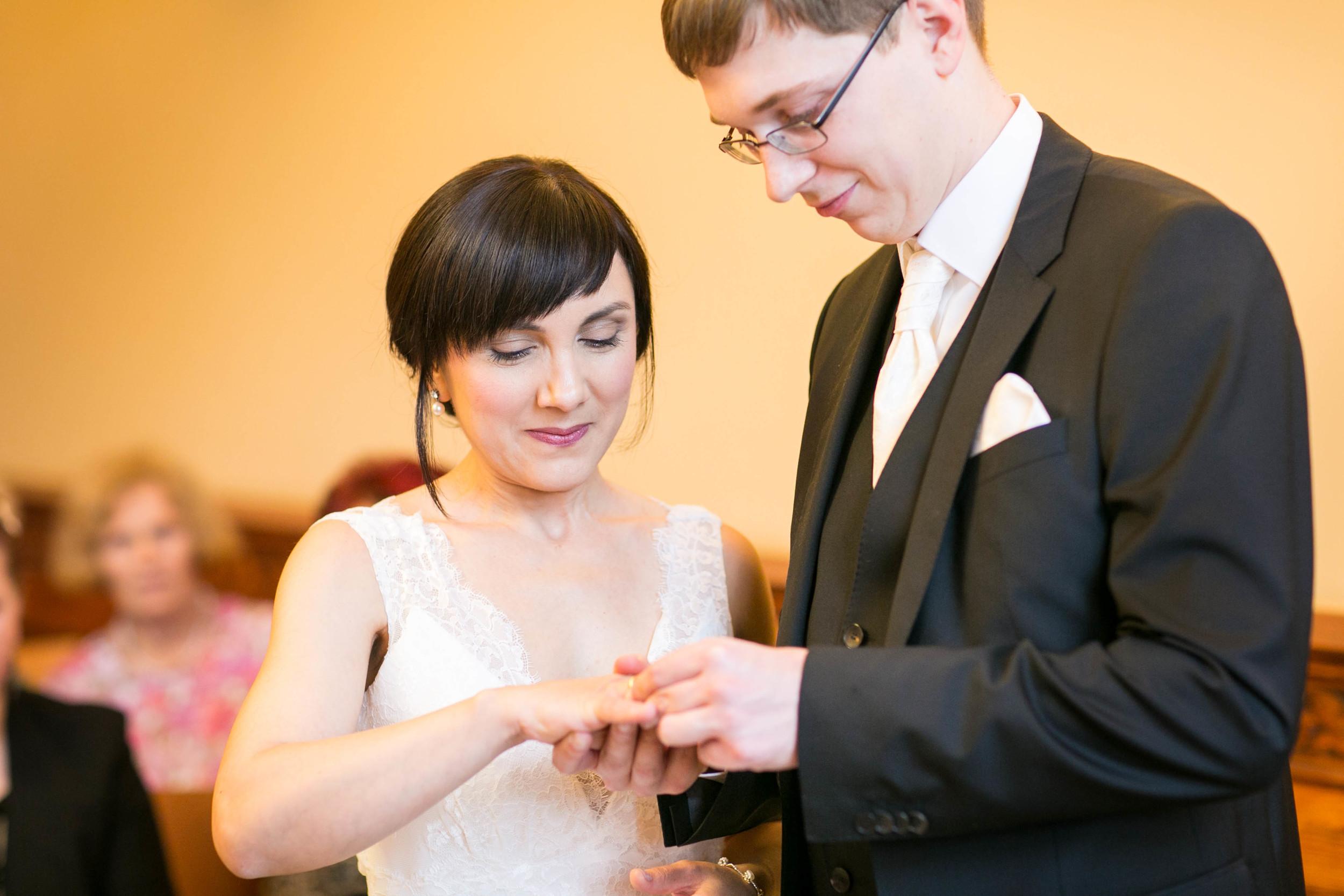 Fran Burrows Hochzeitsfotografie Berlin_Lichtenberg Standesamt-24.jpg