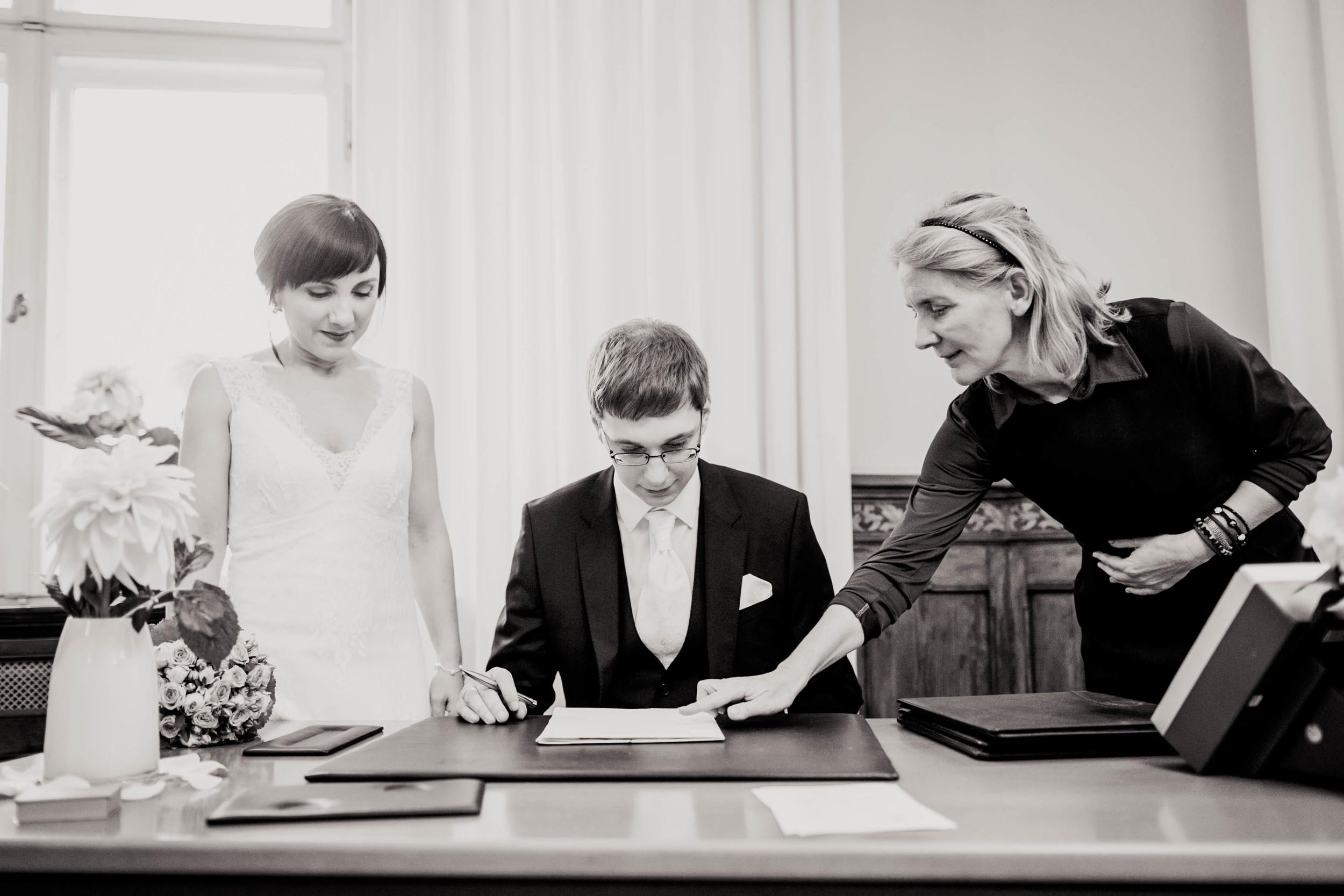 Fran Burrows Hochzeitsfotografie Berlin_Lichtenberg Standesamt-26.jpg