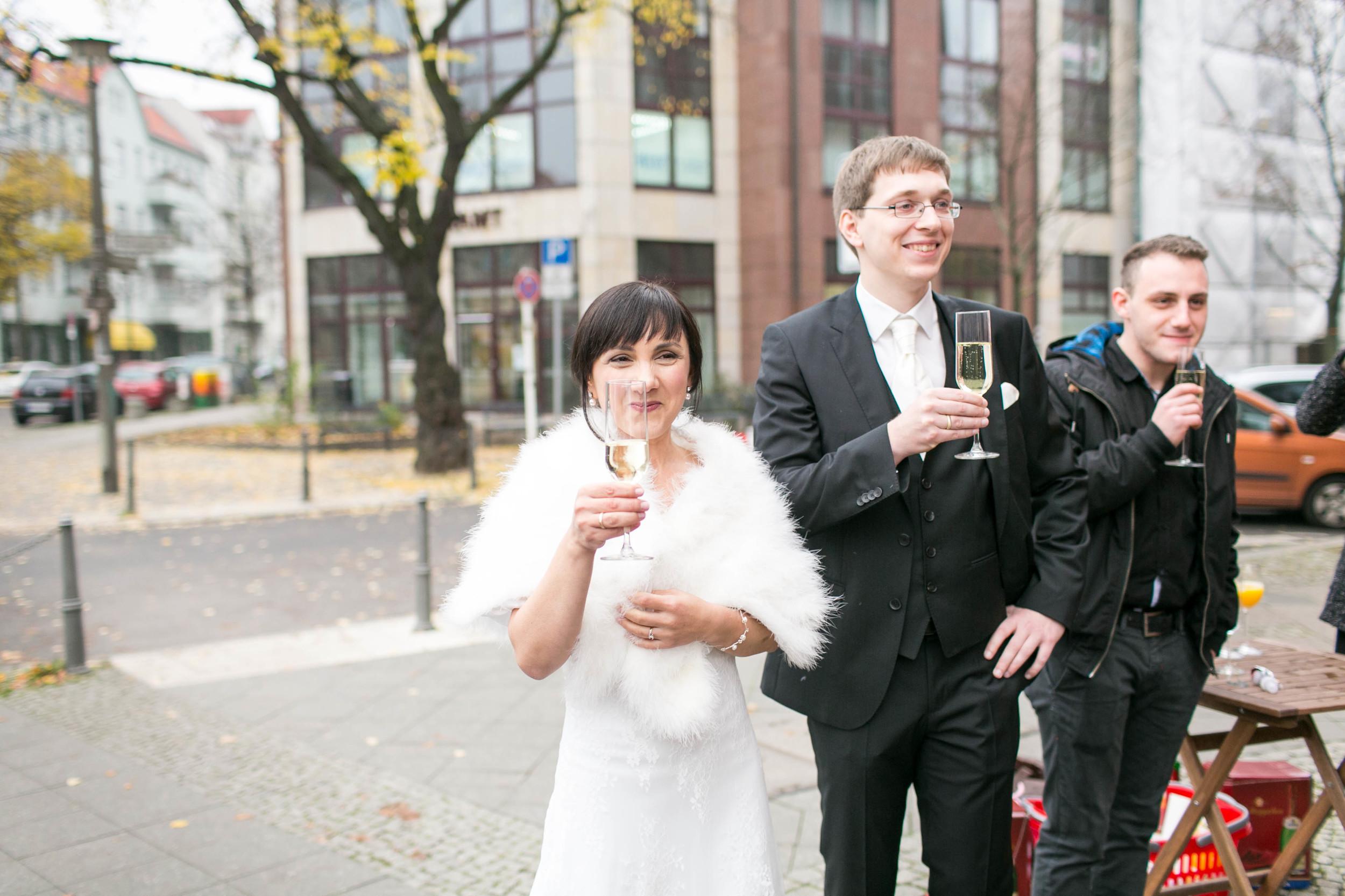 Fran Burrows Hochzeitsfotografie Berlin_Lichtenberg Standesamt-40.jpg