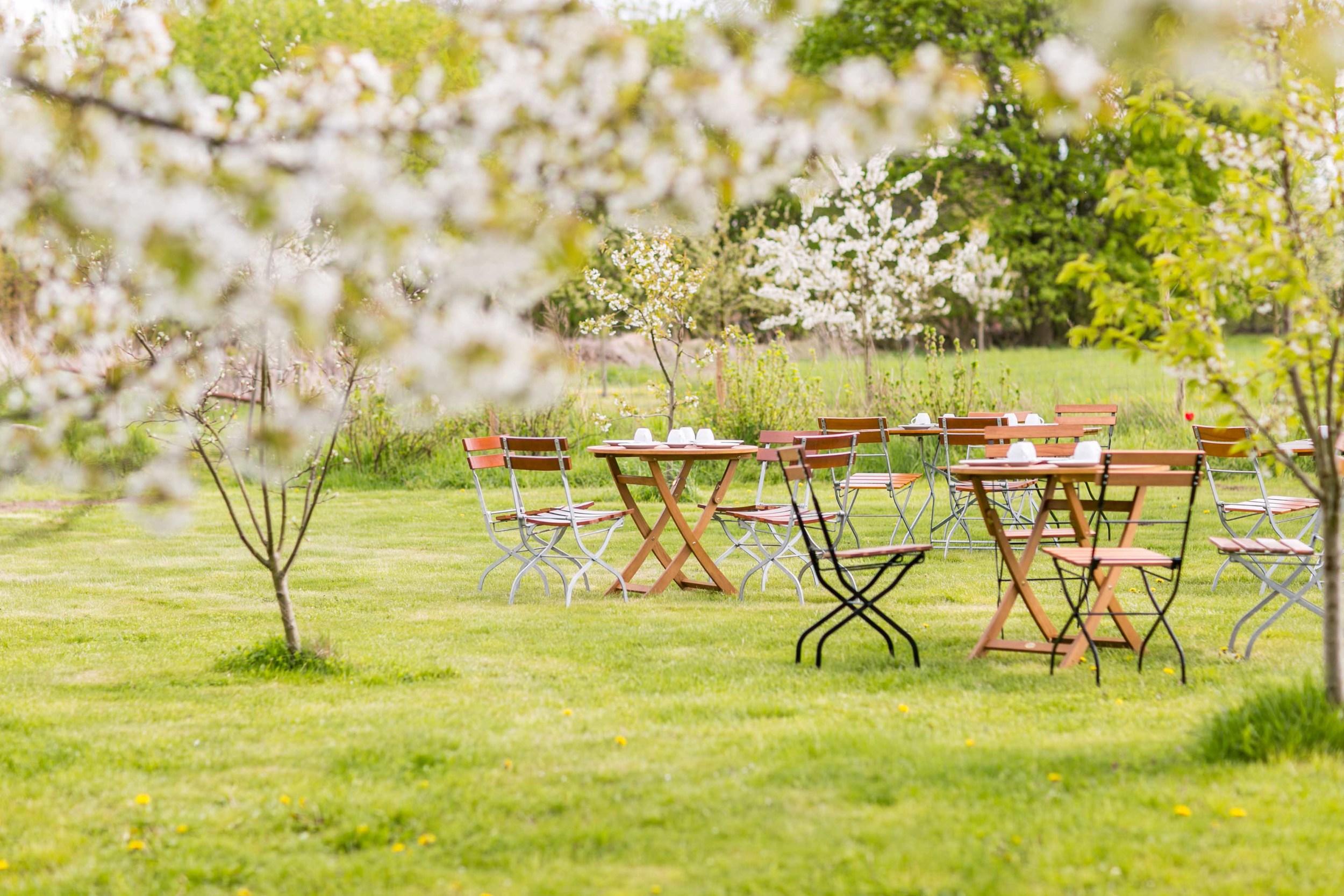 Berlin Hochzeitsfotografin Gartenglueck Wegendorf Hochzeitsreportage-27.jpg