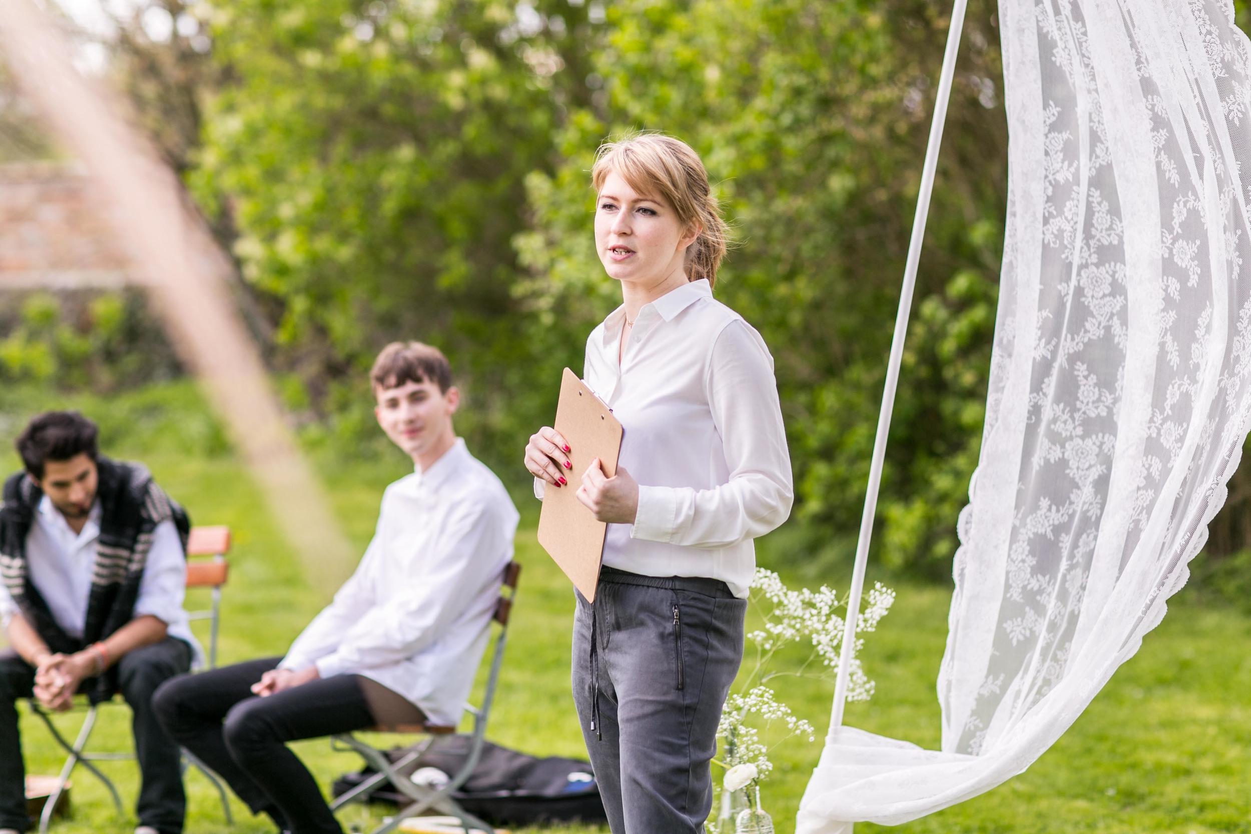Berlin Hochzeitsfotografin Gartenglueck Wegendorf Hochzeitsreportage-46.jpg