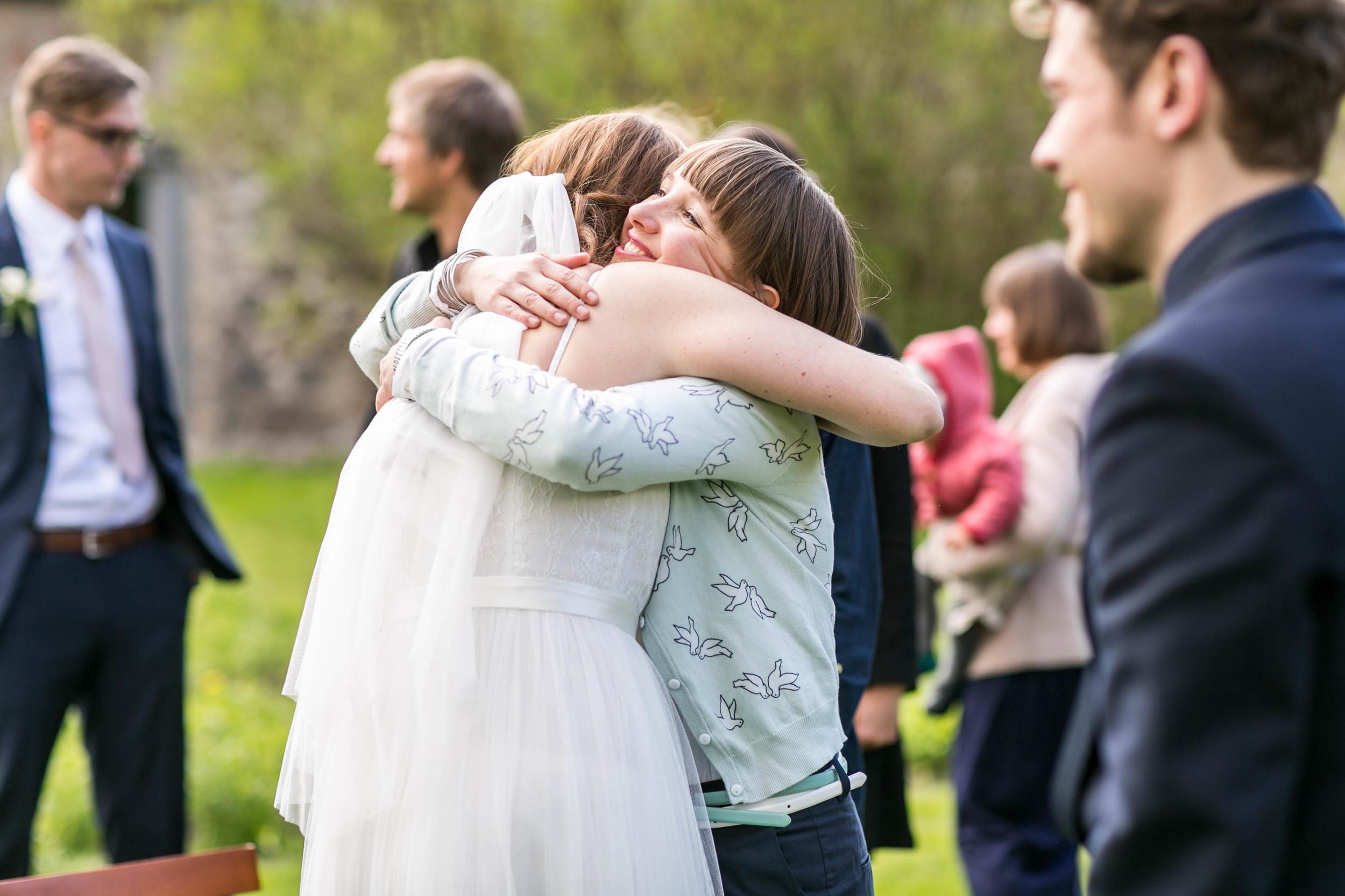 Berlin Hochzeitsfotografin Gartenglueck Wegendorf Hochzeitsreportage-65.jpg
