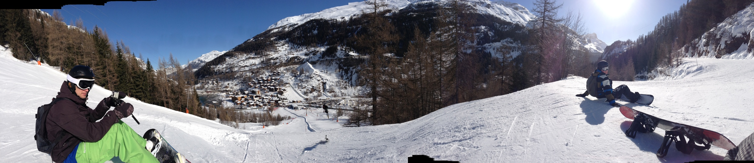 The view of Tignes Les Brevieres. Maarten on the left, Sjors on the right.
