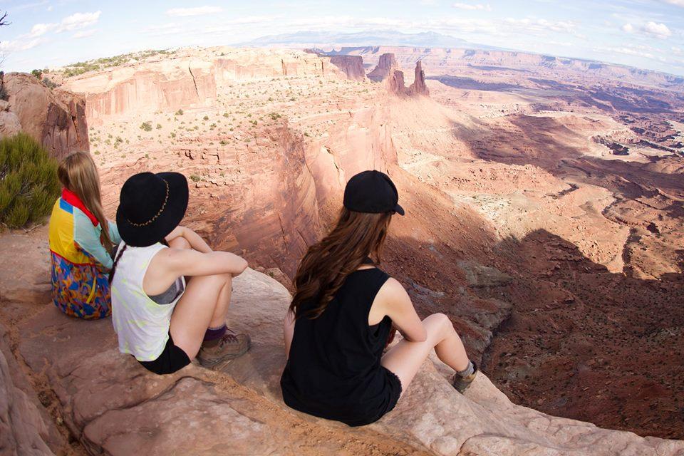 canyonlands-cliffs