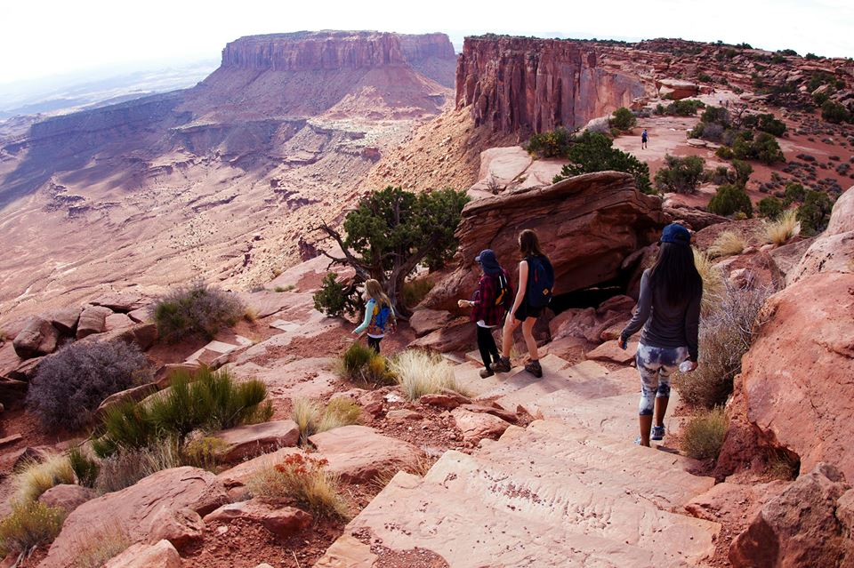 hiking-in-canyonlands