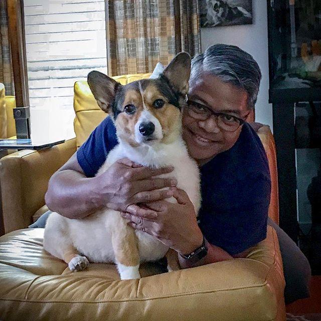 Akamai enjoying family time with his daddy-me! #happyfourth #corgisofinstagram #corgi