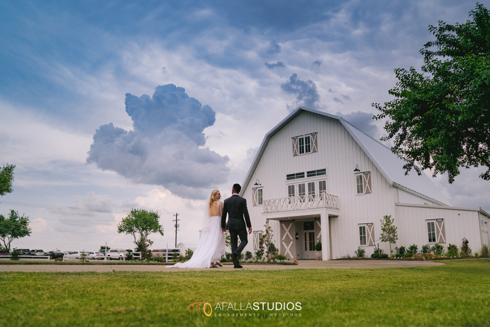 Above: The Nest at Ruth Farms was the perfect wedding venue for these two.