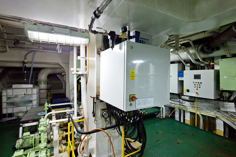 EPP-TUV1102-Engine-02.jpg