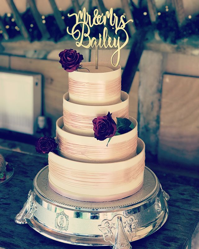 Awesome #weddingcakes prepped and ready for today's wedding at the awesome @lainsbarn in #wantage !