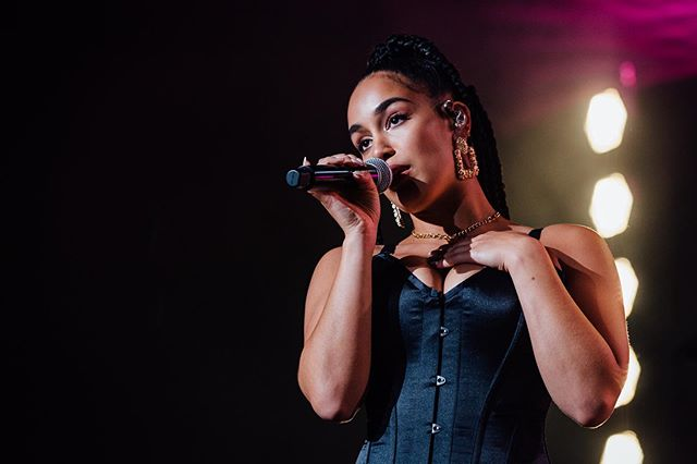 @jorjasmith_ at The Toyota Music Factory for The Kali & Jorja Tour. Shot for @dallasobserver