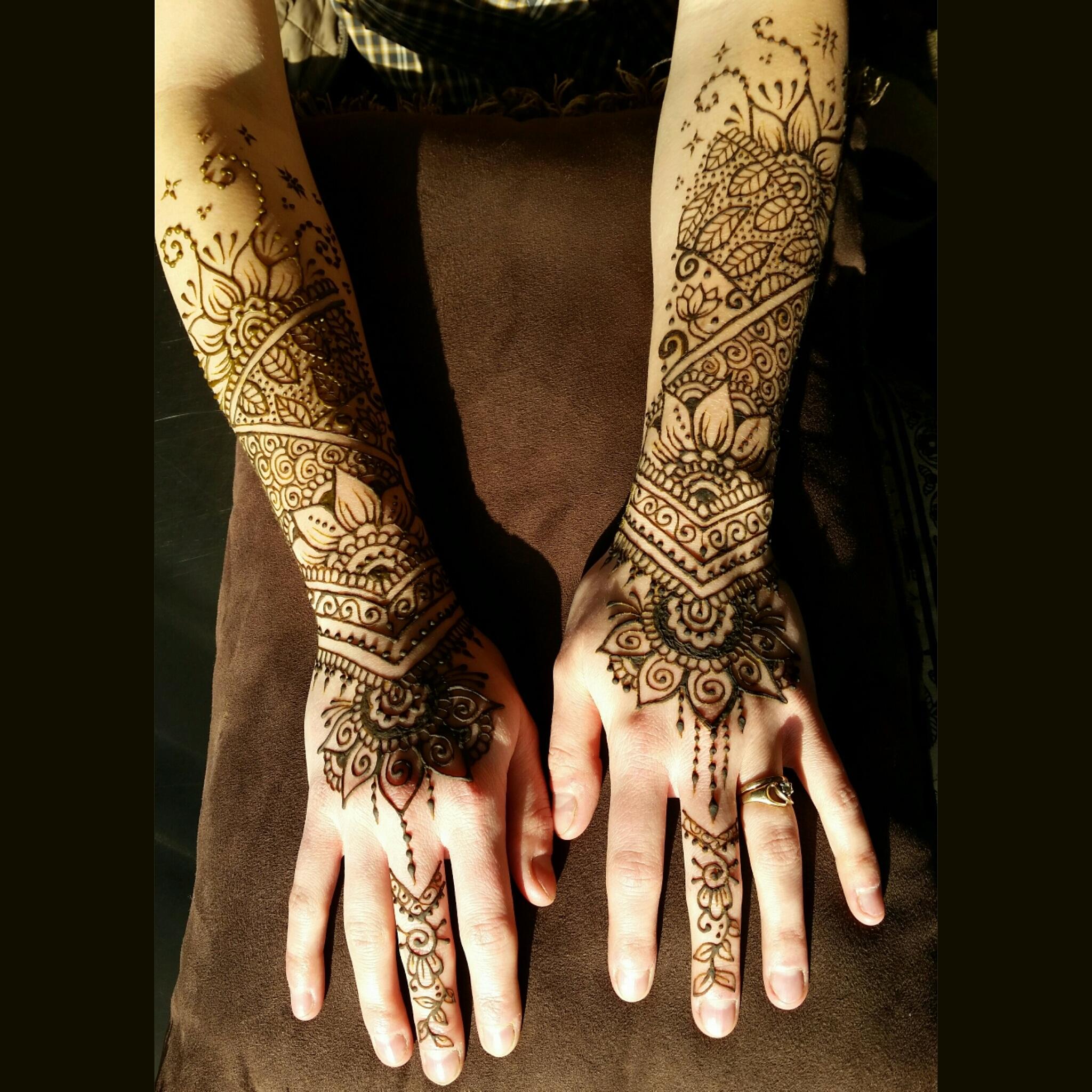henna tattoos (mehndi) — luna