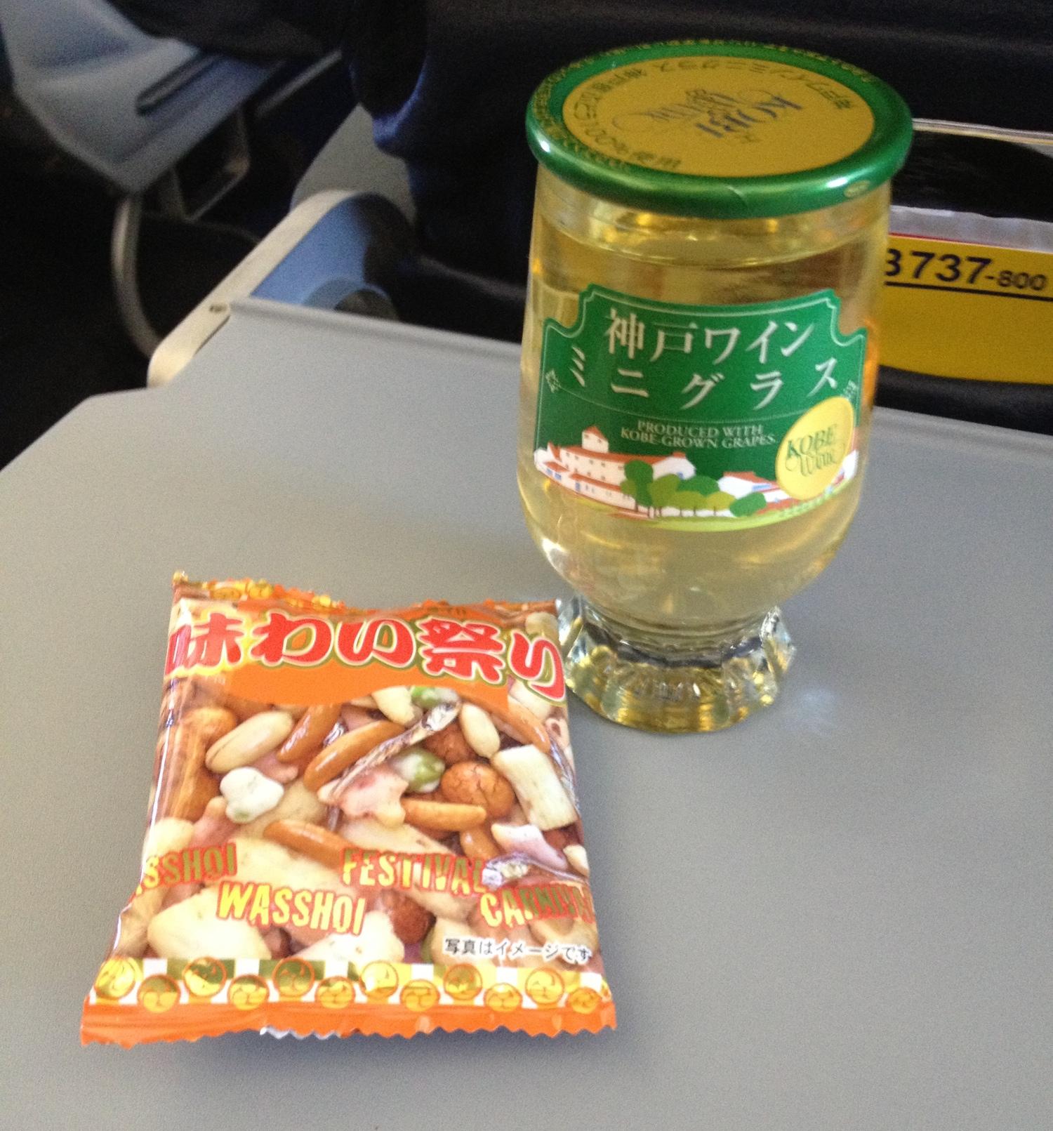 Japanskt vin på inrikesflyget.