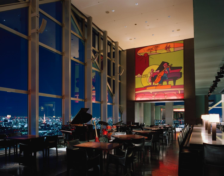 Park Hyatt Tokyo är ett väldigt vackert och trevligt hotell med god service och god mat. Här är New York Bar som gjordes mycket känd via filmen Lost in Translation.