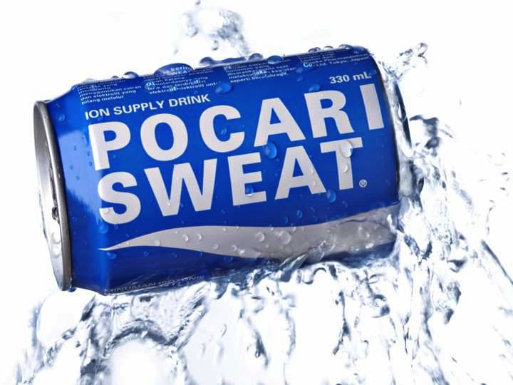 När man svettas kan man dricka sportdrycken Pocari Sweat.