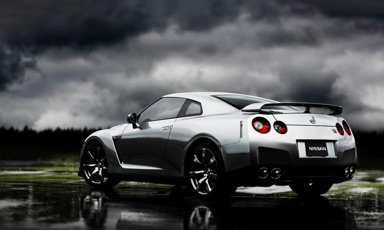 Nissan GT-R är inte att leka med. En av få japanska bilar som kan hänga med en Porsche Carrera runt en tävlingsbana. Photo: Nissan