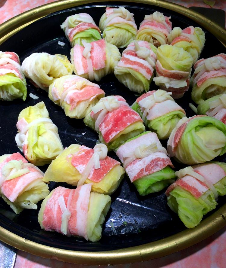 Döm om min förvåning när jag upptäckte att kåldolmar, och riktigt svenska i smaken dessutom, är ganska vanligt käk i Japan!
