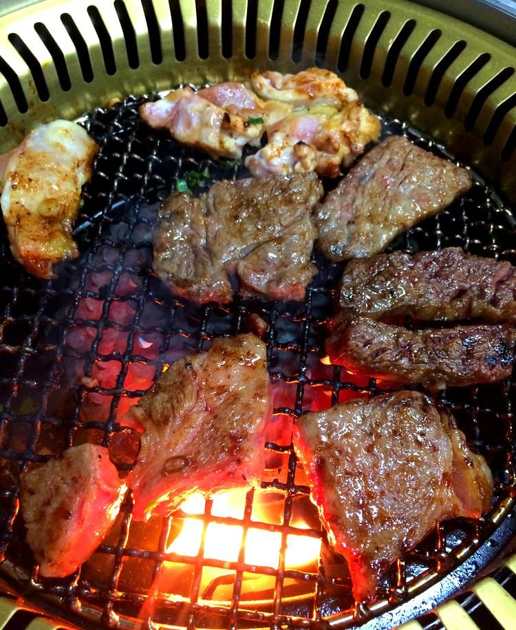 Awagyu , nötkött från Awa, som Tokushima hette förr i världen, är inte fel om man gillar lite saftigt grillkött.