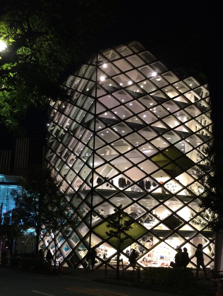 Pradas flagship store i Tokyo.
