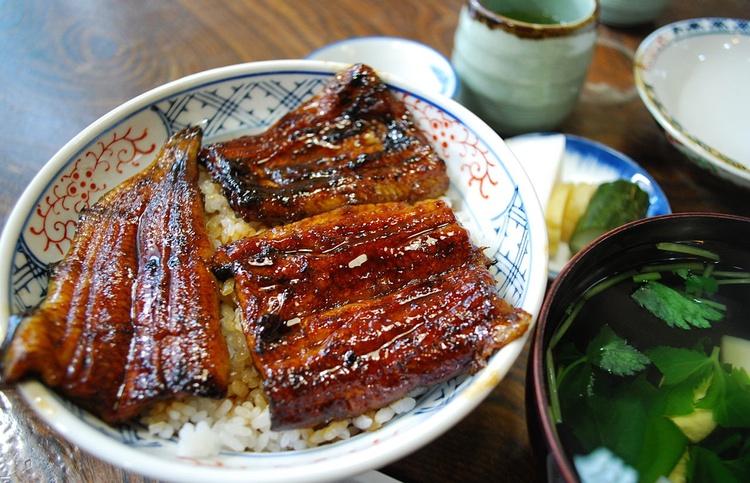 Den japanska ålen ätes med fördel grillad.