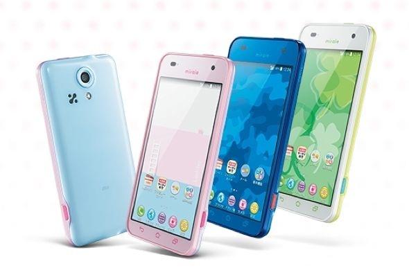 """MIraie KYL23 heter denna telefon riktad till barn i årskurs 3 till 6 i Japan. Den ser till att ungarna inte använder """"fula ord"""" i textmeddelanden!  Foto: AU"""