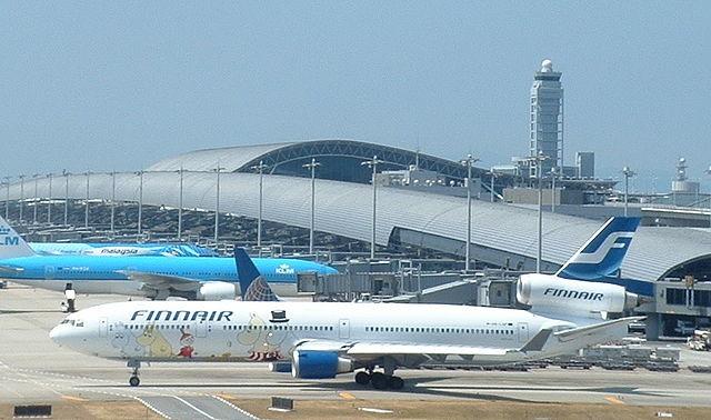 Kansai International Airport är en mycket trevlig flygplats utanför Osaka. Byggnaden är ritad av Renzo Piano.  Foto: Carpkazu (Wikimedia Commons)