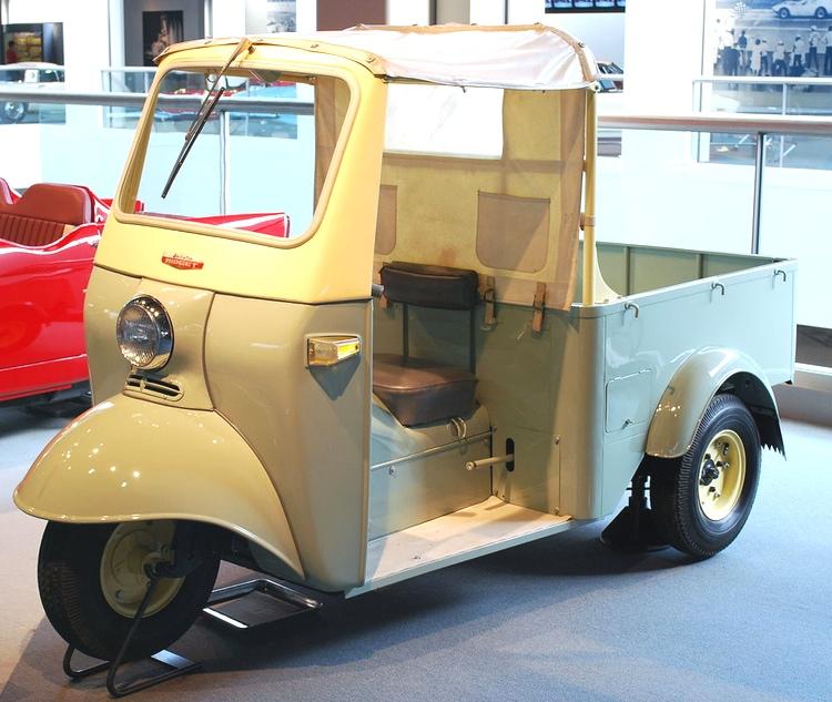Den första generationens Daihatsu Midget från 1957 - anfader till dagens tuk tuk.   Foto:  Mytho88 (Creative Commons)
