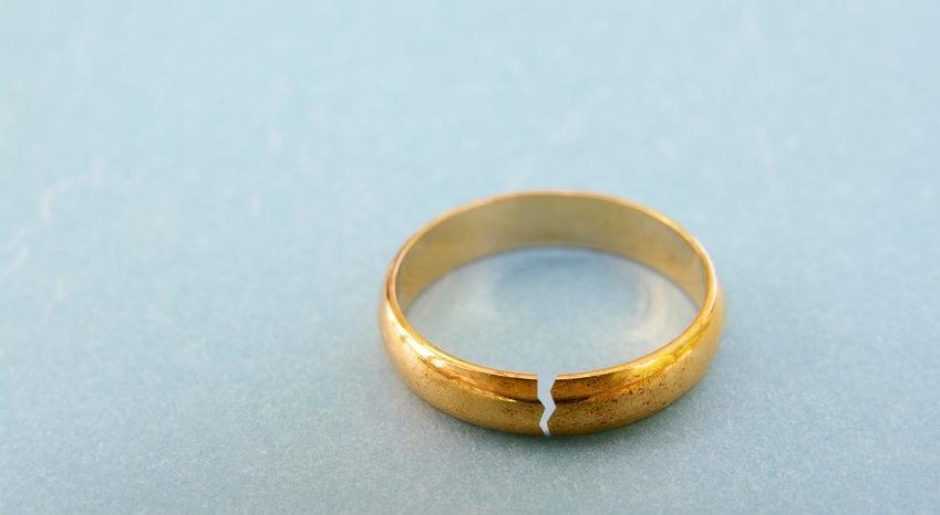 Skilsmässofrekvensen fortsätter att öka i Japan. Nu blir det något lättare för japanska kvinnor att gifta om sig efter eget behag.