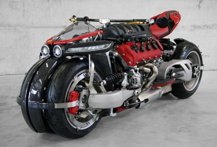 Fyrhjulig motorcykel med stor V-8:a från Maserati... Tja, varför inte? Pris okänt.  Alla foton: Lazareth