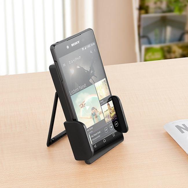 Enligt PC-tillbehörstillverkaren Sanwa Supply så kan din mobiltelefon överhettas under varma sommardagar. Därav denna kombinerade mobilkylare och laddstation.  Foto: Sanwa Supply