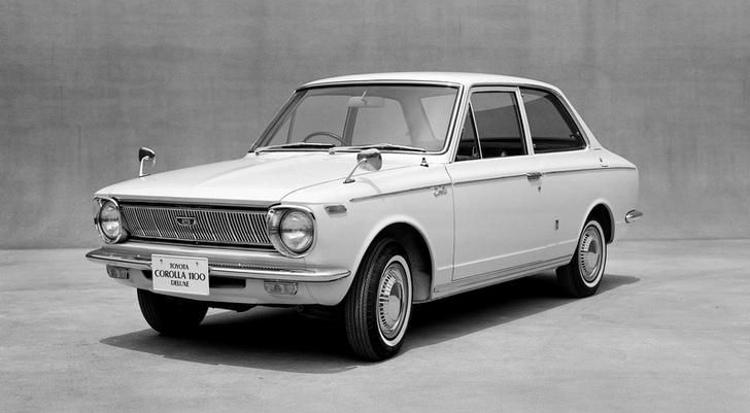 När Corolla kom 1966, ansågs den hemma i Japan vara en mycket modern, komfortabel och samtidigt sportig bil. Den blev snabbt marknadsledande.  Foto: Toyota Motors