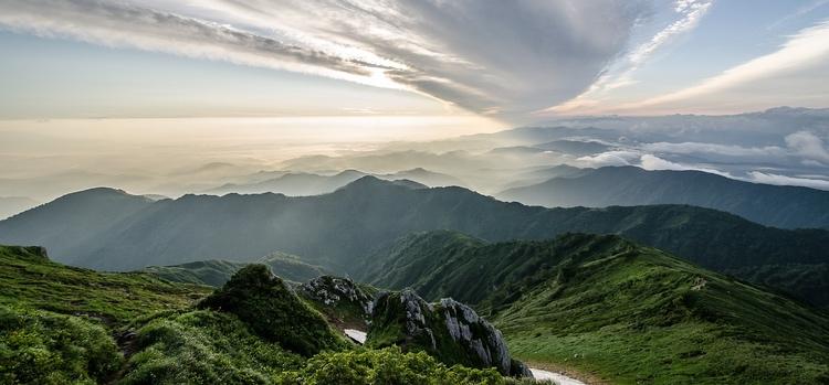 Ca 70% av Japans yta är berg.. vackra berg, dessutom, här i Fukushima.  Foto: Public Domain