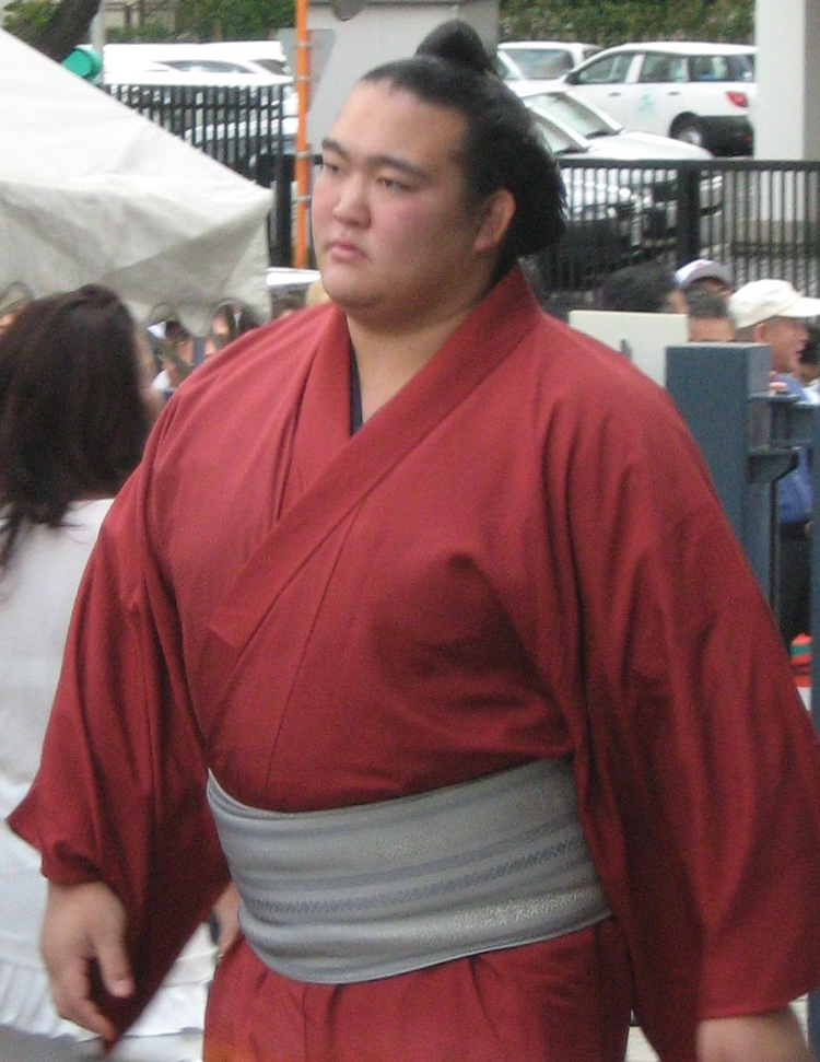 Kisenosato, den ende japanskfödde sumo-brottaren med mästartiteln yokozuna, går i pension efter tre raka förluster.  Foto: fourtildes (Creative Commons license)