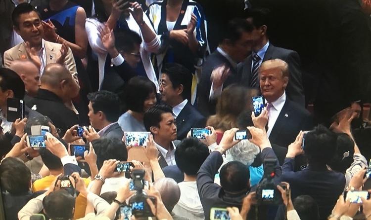 Trump trivs när han är i mitten av all uppmärksamhet.