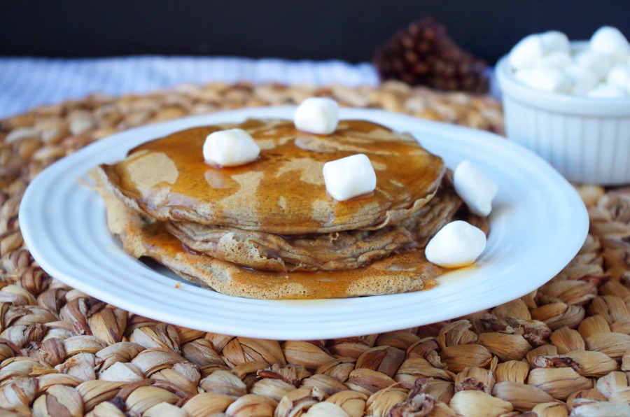 Easy, delicious protein pancakes with low carbs! - FitCakery.com