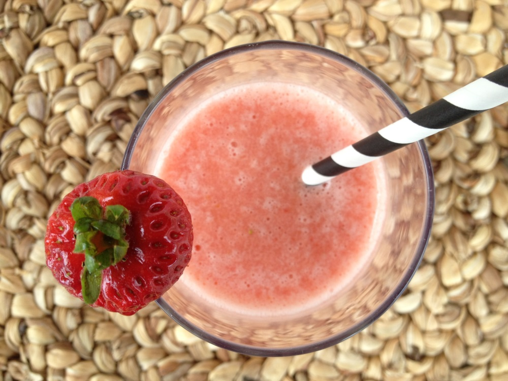 7 Healthy smoothies you can make ahead - super easy and delicious - video at Fitcakery.com