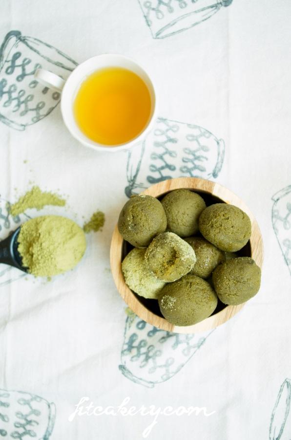 Matcha Green Tea Powerballs |AIP, raw, paleo, gluten-free, vegan | FitCakery.com