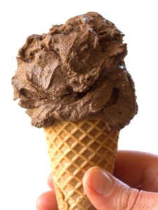 10.  No Churn Raw Vegan Chocolate Ice Cream  - Connoisseurus Veg