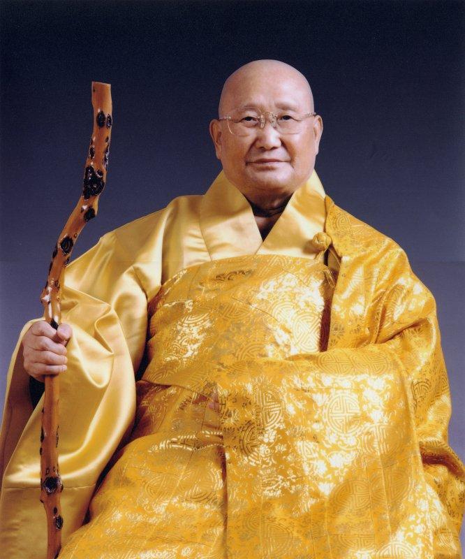 SeungSahngold robe-1.jpg