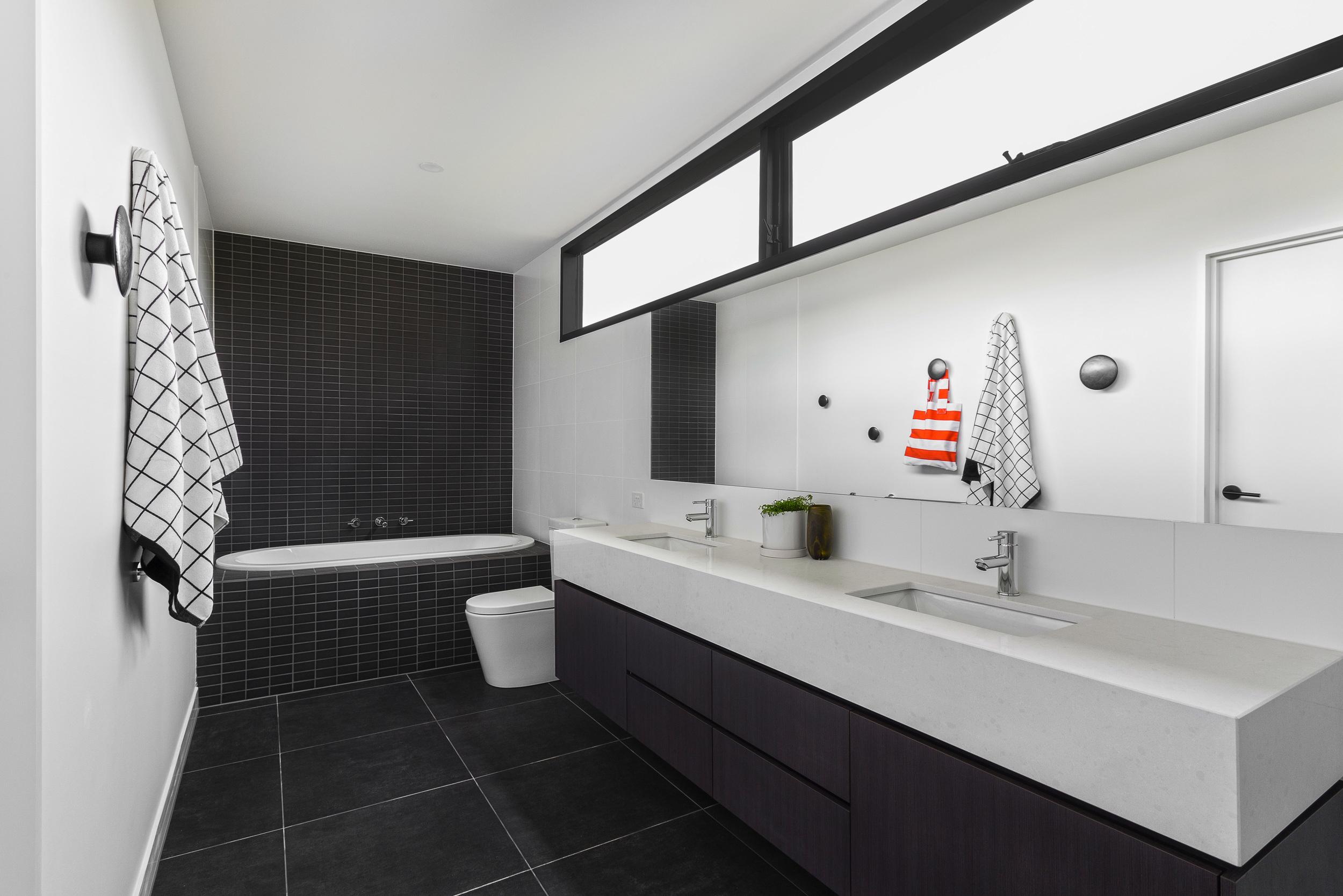 Bathroom_2_mg_4408.jpg